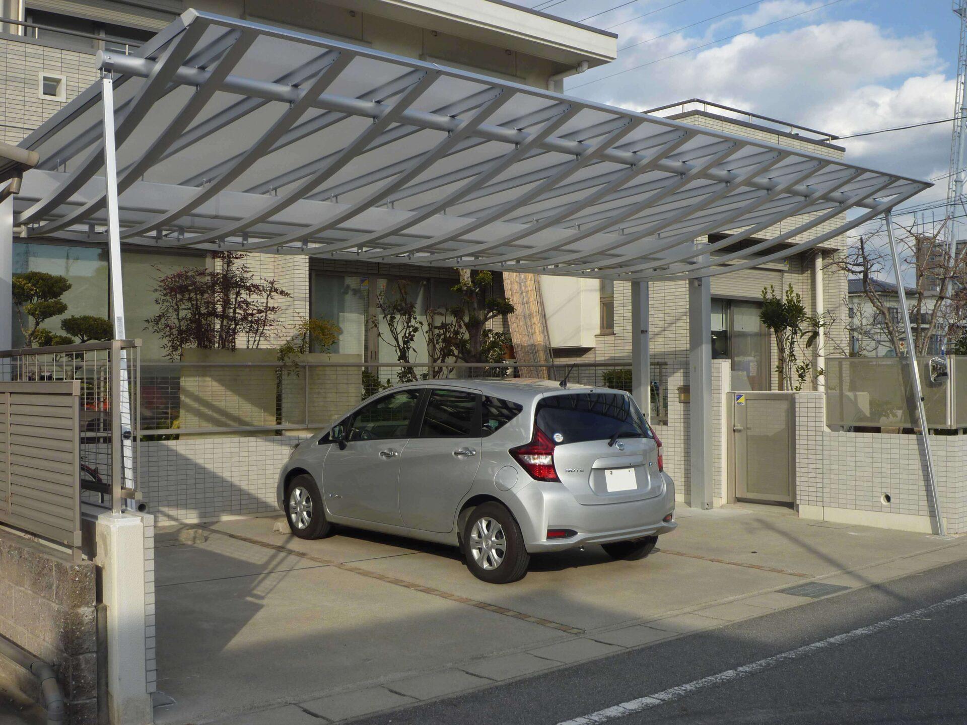 岡崎市エクステリア外構屋根の曲線がかっこいい!デザイン性の高いカーポートでワンランク上の外構へ