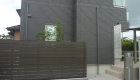 愛知県安城市の新築エクステリア;スタイリッシュで機能性の高い目隠しフェンス