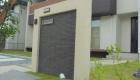 愛知県岡崎市の新築エクステリア;シンプルモダンな門柱のあるオープン外構