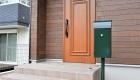 愛知県岡崎市の新築エクステリア;落ち着いた色合いの独立ポスト
