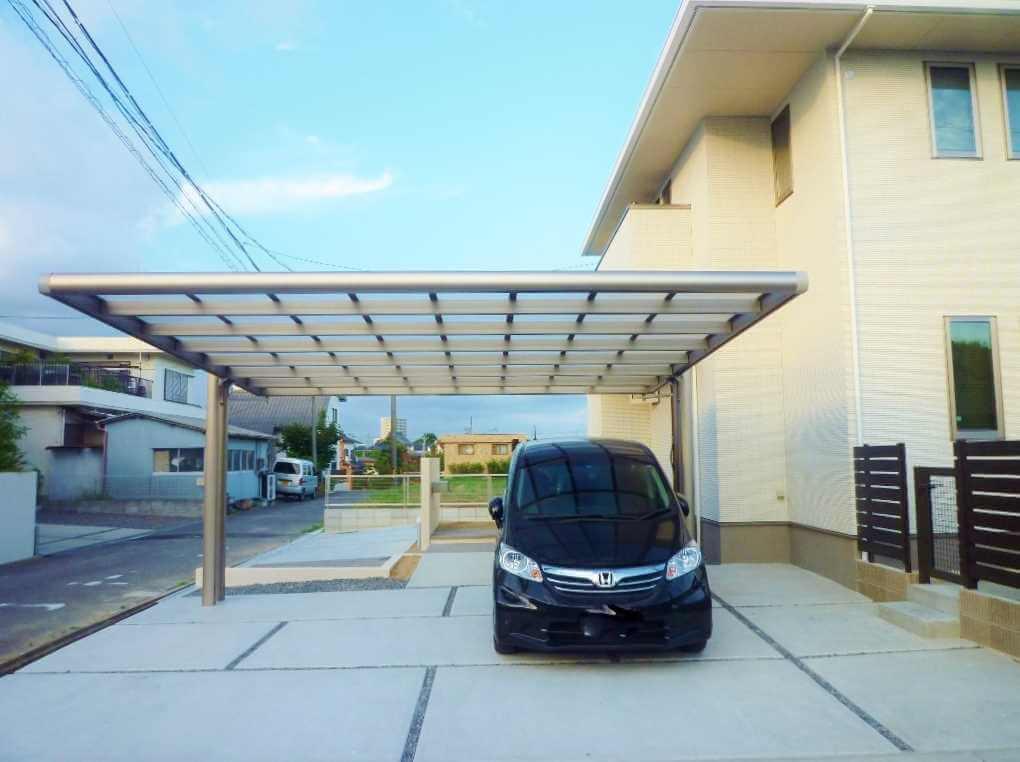 広々とした駐車スペースで駐車しやすい三協アルミのフォーグの2台用2本柱カーポートの価格|愛知県幸田町、碧南市、豊川市を中心に三河地域No.1スタッフ数のエクステリア・外構 ライフ・ランド