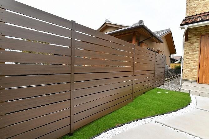 EXTILE アーバンフェンスの木調目隠しフェンス|愛知県みよし市を中心に三河地区№1スタッフ数のエクステリア・外構 ライフ・ランド