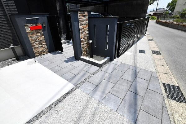 コンクリート平板を素材に使ったアプローチ 愛知県西尾市を中心に三河地区№1スタッフ数のエクステリア・外構 ライフ・ランド